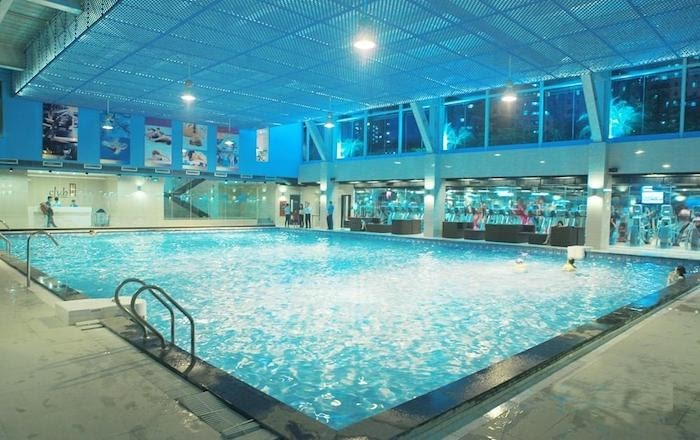 Ánh sáng là yếu tố quan trọng cho bể bơi thêm lung linh và đảm bảo an toàn cho khách hàng