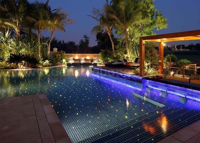 Nên chọn bể bơi bê tông hay bể bơi đúc sẵn?