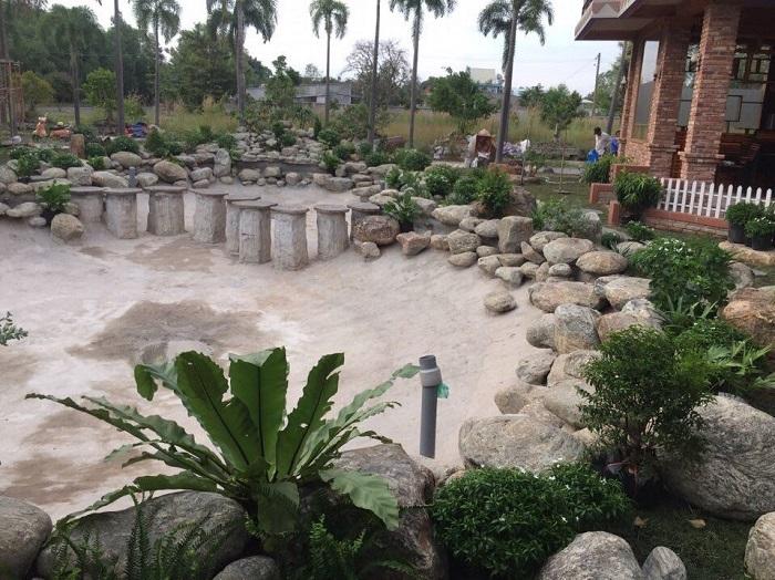 Sử dụng đá cuội dẹp trong trang trí sân vườn