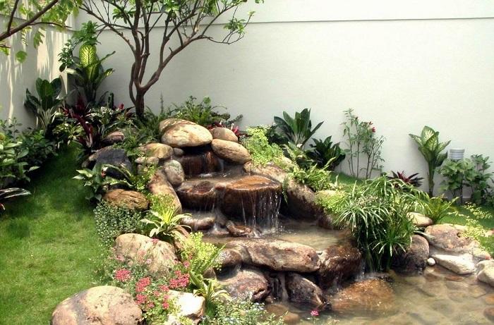 Dùng đá Vân Mây trang tí cho thác nước thêm sinh động
