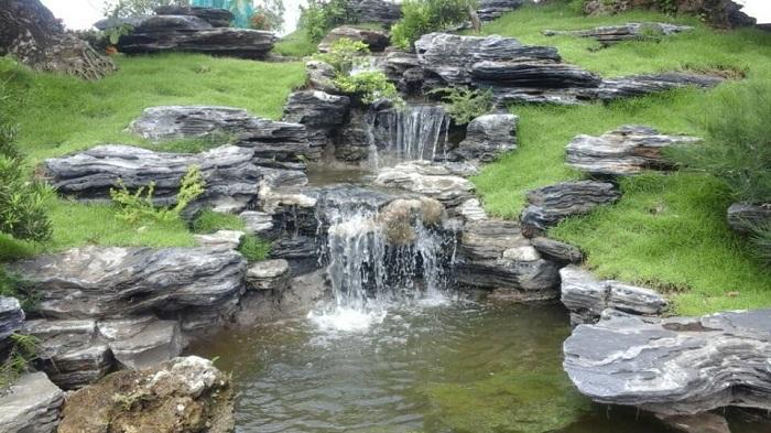 Thi công hồ cá Koi bằng đá xếp lớp cực đẹp