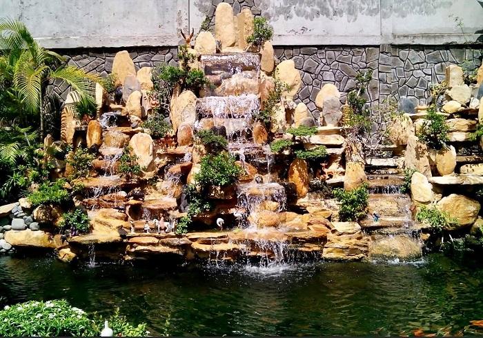 Non bộ kết hợp hồ nước cực đẹp cho không gian sống thêm thoáng đãng