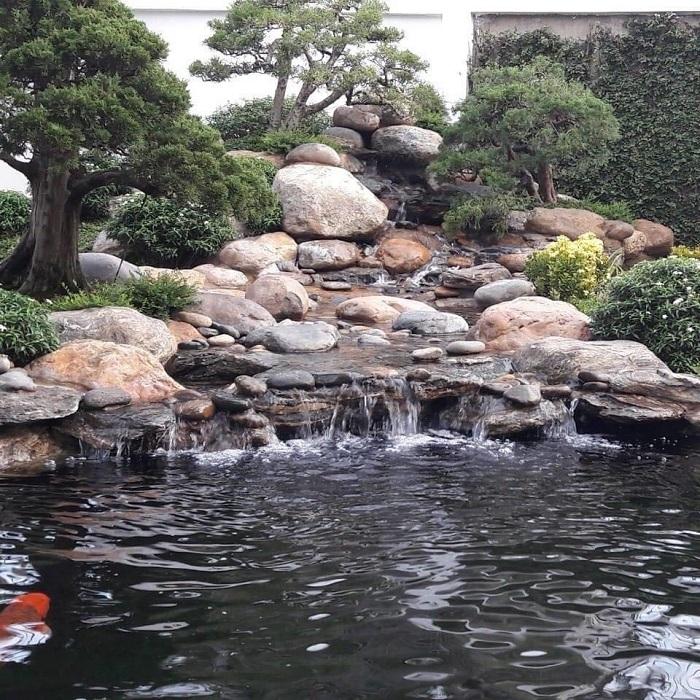 Mẫu hồ cá Koi sân vườn đẹp được nhiều dân chơi ngía