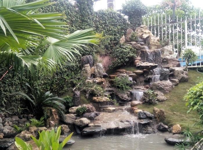 Thiết kế sân vườn với hòn non bộ