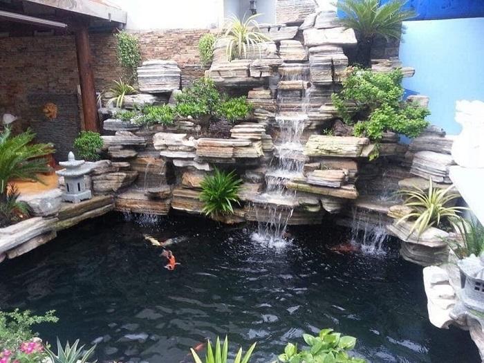Thiết kế sân vườn với hồ cá Koi