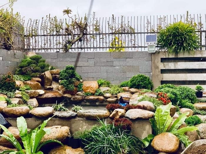 Đá trang trí là vật liệu không thể thiếu khi thi công cảnh quan sân vườn